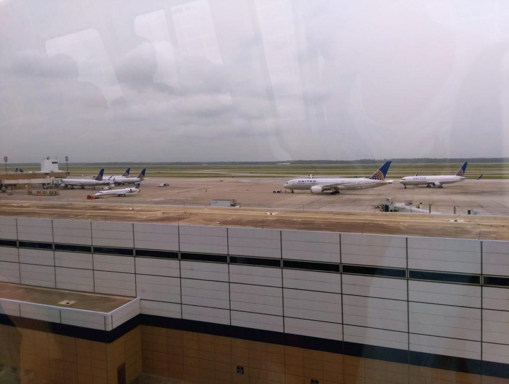 美國UA聯合航空休士頓飛沙加緬度08.jpg